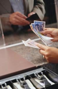 Bancos comisiones hasta para sacar dinero en efectivo for Cuanto dinero se puede sacar del cajero