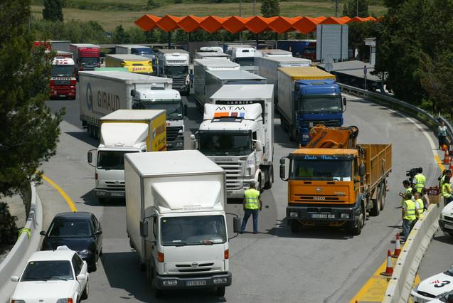#Camiones obligados a circular por autopista